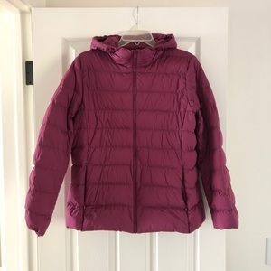 UNIQLO ultra light down hooded puffer